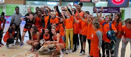 Les élèves de la Section sportive « basket » du collège Interparoissial soutiennent Cherbourg et rencontrent des joueuses professionnelles.