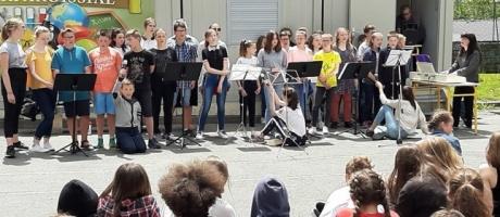 Les collégiens de l'Interparoissial célèbrent la fête de la musique