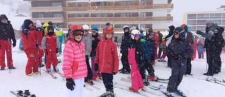 Les 6ès de l'Interparoissial découvrent les joies des sports d'hiver